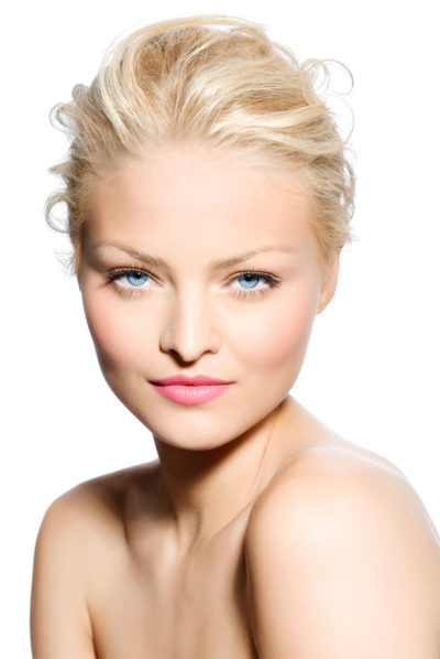 how to wear colour, blonde woman with blue eyes, light dominant