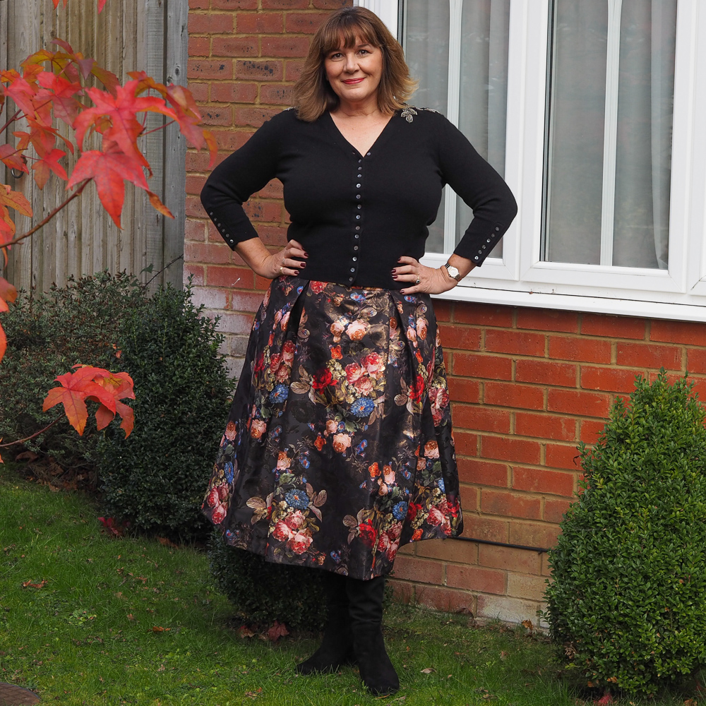 How to wear a full skirt, party wear ideas, one skirt 4 ways,
