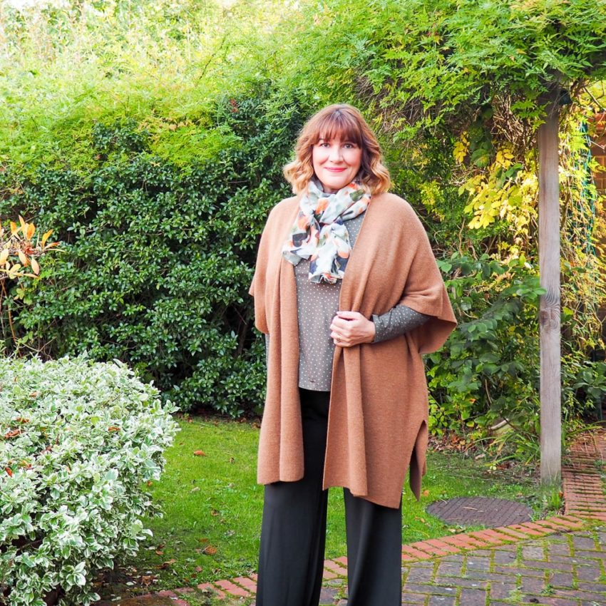 casual capsule wardrobe, Maria Sadler, stylist and fashion blogger wearing ME+EM palazzo trousers, LK Bennett cardigan