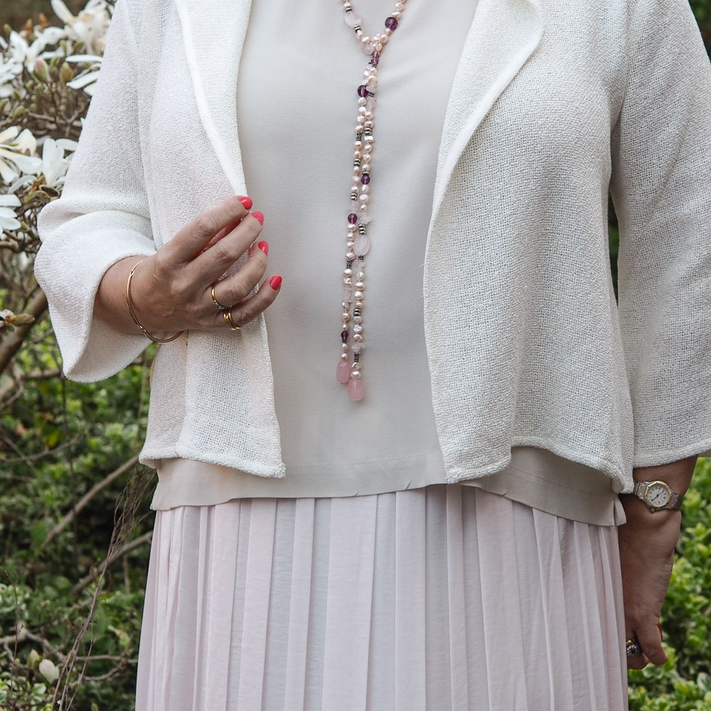 What to wear for mother's day lunch, Maria Sadler, stylist and fashion blogger, blush pink pleated skirt, Eileen Fisher camisole, Masai ivory jacket