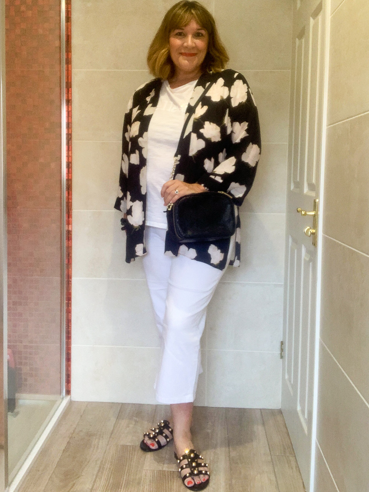 how to wear a kimono jacket, casual with crop jeans