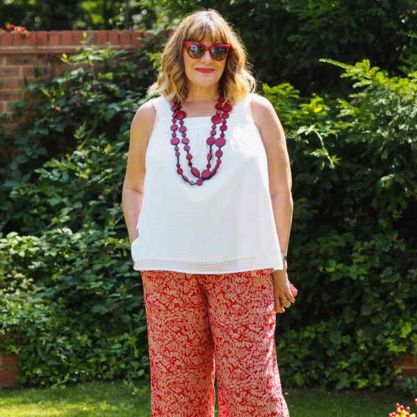 How to wear wide leg trousers, red print trousers with white camisole red cat eye sunglasses